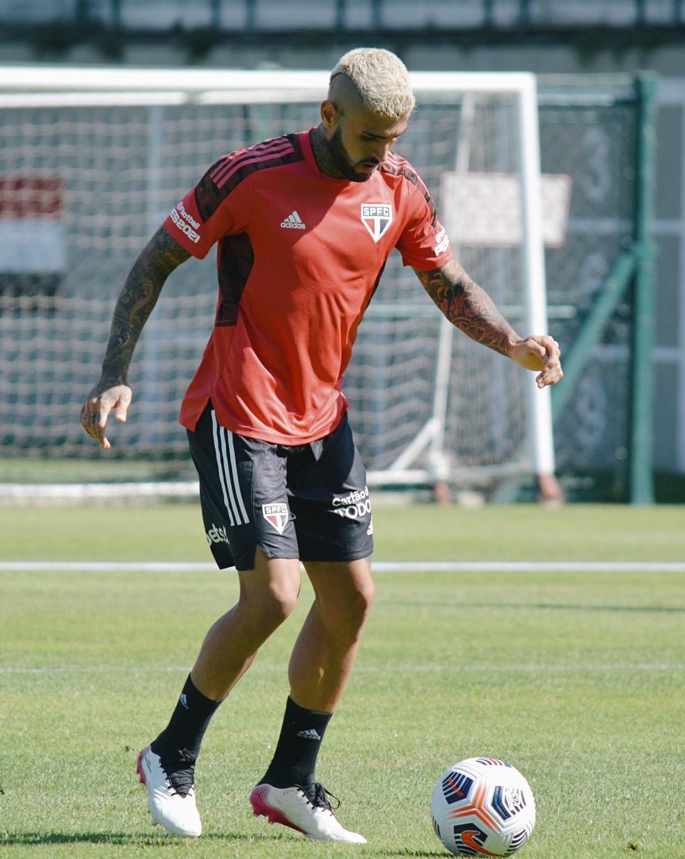 Liziero voltou a treinar no São Paulo após período com a seleção olímpica — Foto: Erico Leonan / saopaulofc