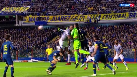 Comentarista critica expulsão de Dedé após choque com goleiro; veja