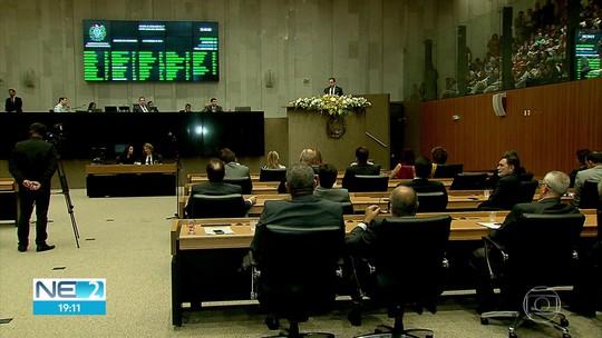 Deputados estaduais iniciam 19ª legislatura e suplentes tomam posse