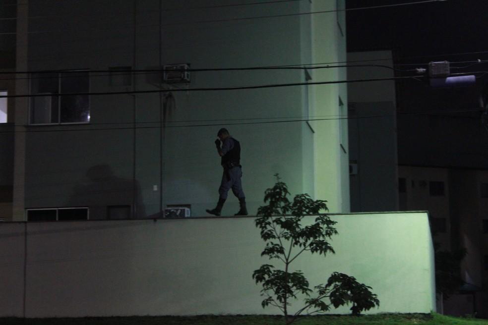 Policiais realizaram buscar por quase três horas — Foto: Rickardo Marques/G1 AM