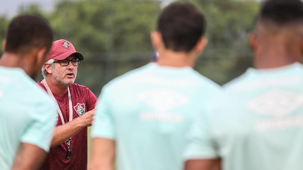 Odair quebra a cabeça para achar um novo sistema ofensivo — Foto: Lucas Merçon / Fluminense FC
