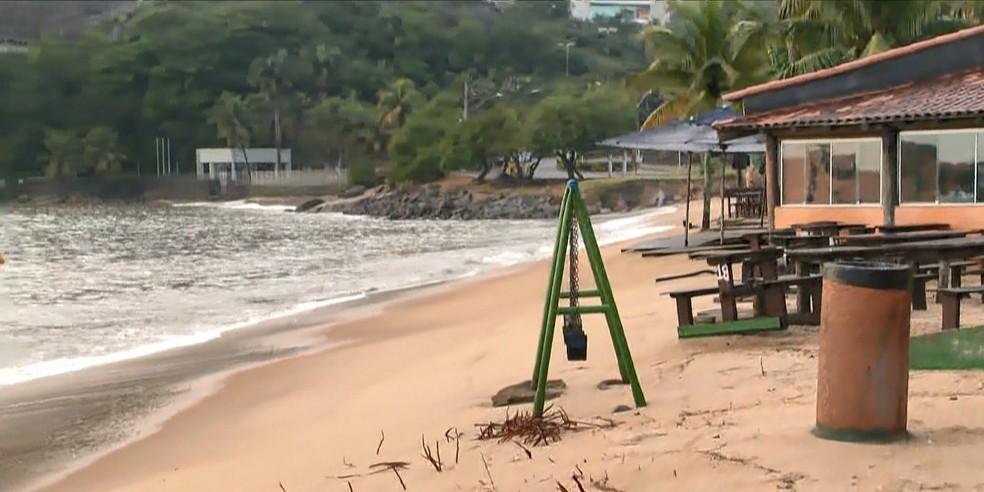 Erosão da Curva da Jurema preocupa comerciantes, no ES  — Foto: Reprodução/ TV Gazeta
