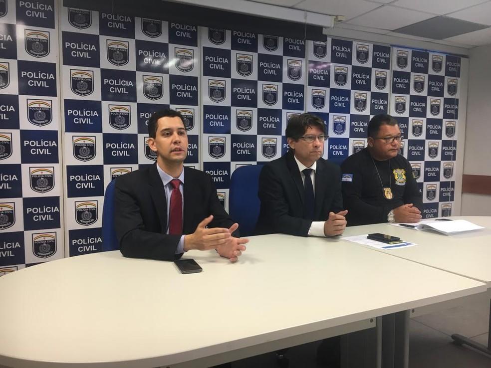 Promotor de Justiça Rodrigo Altobello explica como funcionava o esquema criminoso no Instituto de Previdência de Orobó — Foto: Polícia Civil/Divulgação