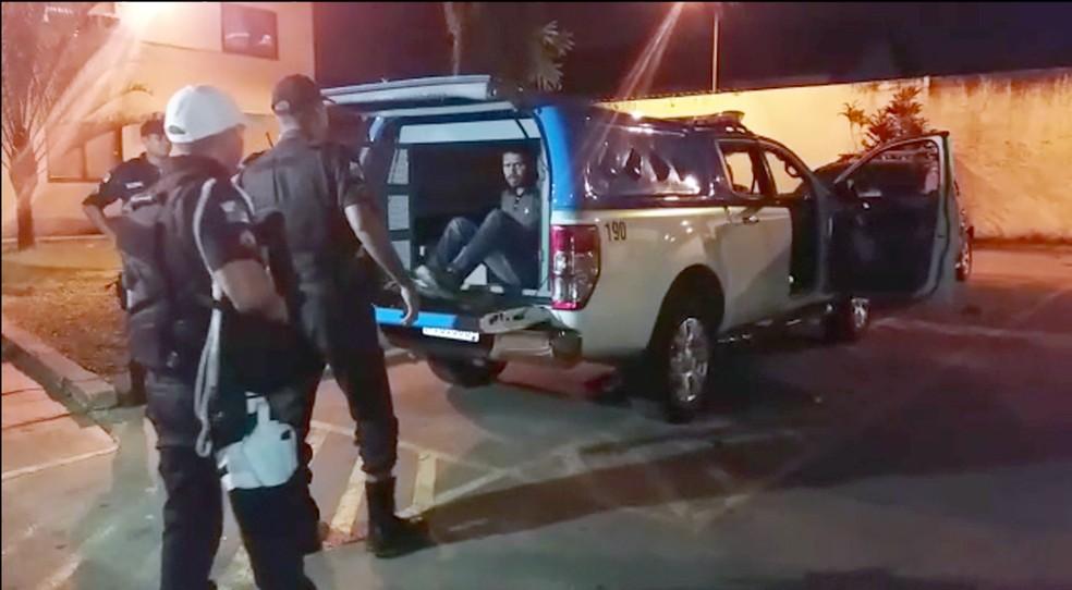 Alexandre foi preso no fim da tarde de terça na Lapa — Foto: Reprodução/TV Globo