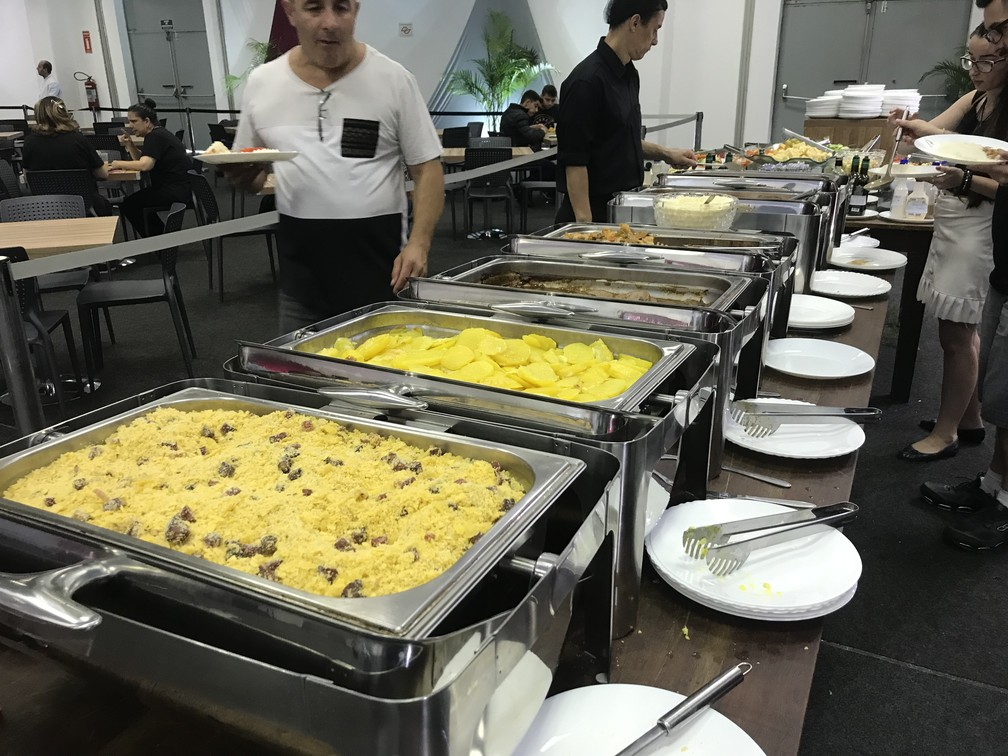 Restaurante oferece bufê a R$ 45 por pessoa no Salão do Automóvel de São Paulo — Foto: André Paixão/G1