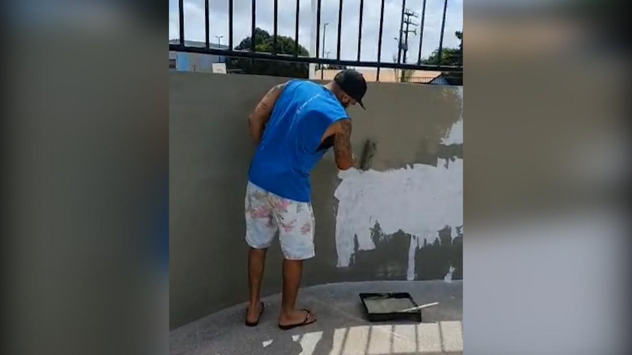 Após ação de vândalos, comunidade se reúne e pinta praça recém-inaugurada em São Luís