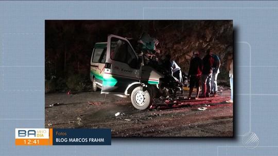 Homem morre e três ficam feridos após batida entre carro de funerária e caminhão na BA-026