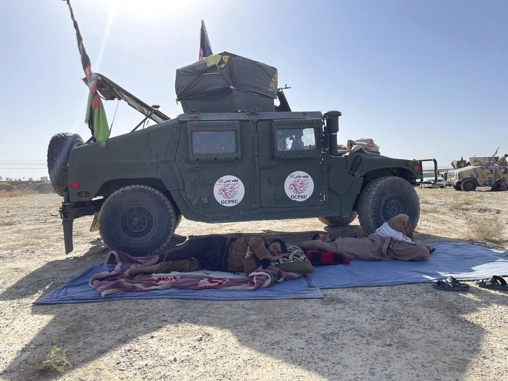Imagem de veículo das forças de segurança do governo do Afeganistão perto de Kandahar, em 13 de agosto de 2021 — Foto: Sidiqullah Khan/AP