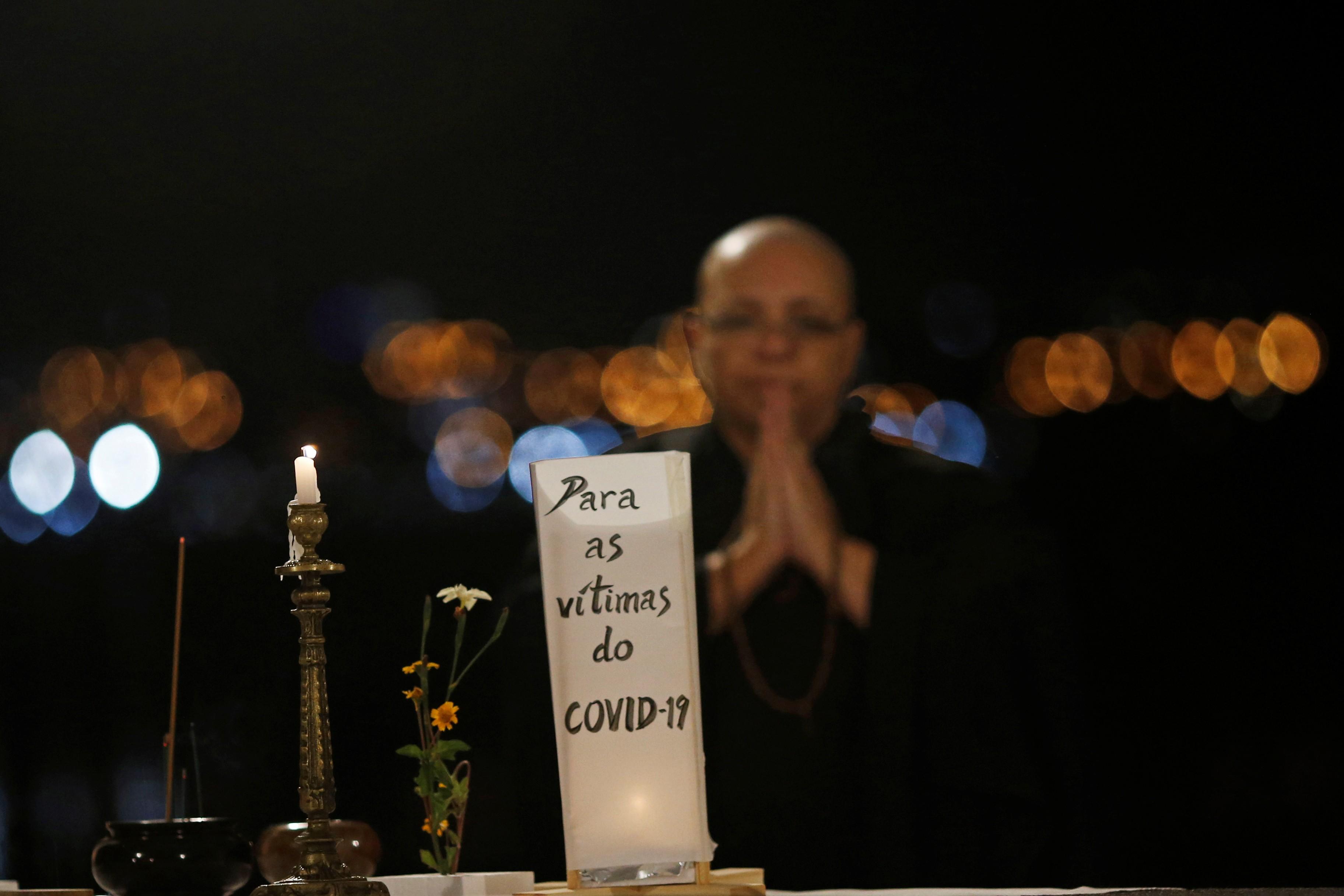 Mortes por Covid tiveram queda menor em novembro do que em outubro, indicam secretarias de Saúde
