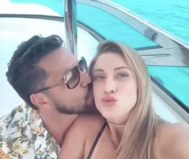 latino e a namorada Jéssica em Ibiza (Foto: reprodução instagram)