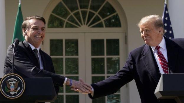 'A melhor estratégia é a do meio-termo: manter alianças econômicas tanto com a China quanto com os Estados Unidos', diz o professor James F. Downes (Foto: REUTERS/KEVIN LAMARQUE, via BBC News Brasil)
