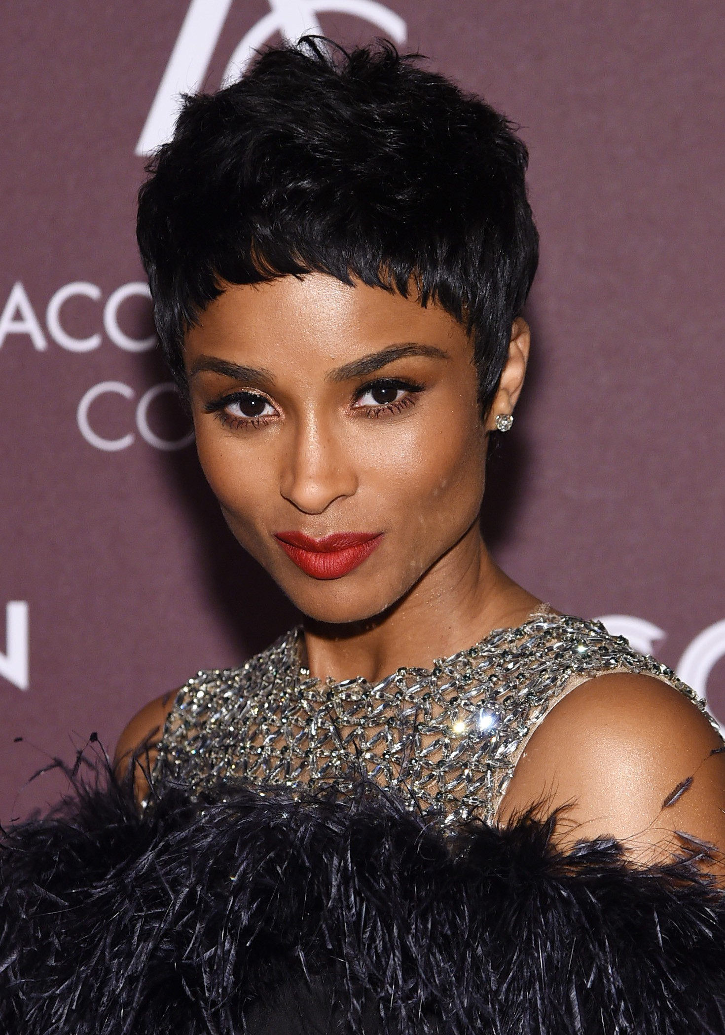 Ciara de pixie cut no ACE Awards (Foto: Getty Images)