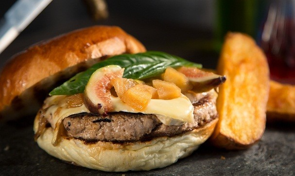 Hambúrguer de javali e geleia de figo (Foto: Divulgação)