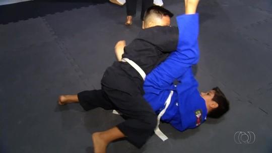 Garoto sai do coma após oito dias e supera acidente através do jiu-jítsu