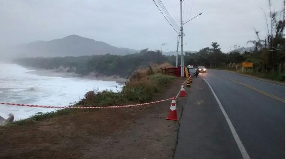 Segundo Epagri/Ciram, ressaca pode agravar erosão em algumas praias  (Foto: Odemar Andrade/NSC TV)