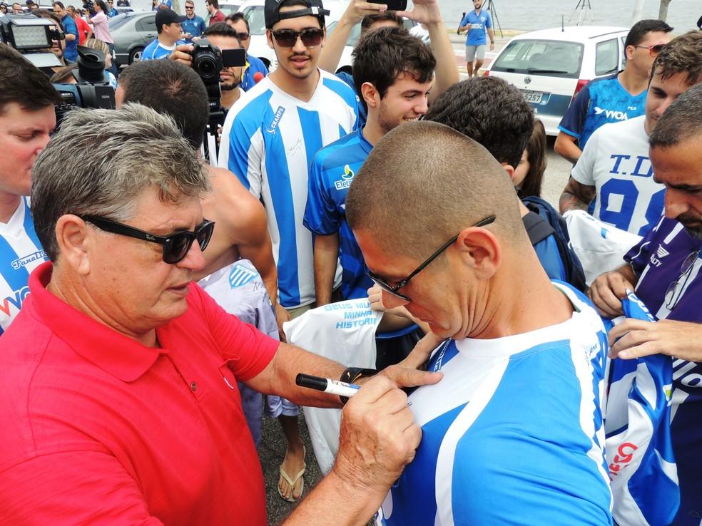 Geninho foi um dos mais bajulados na festa de comemoração pelo acesso, no Koxixos, em 2014 (Foto: Diego Madruga)