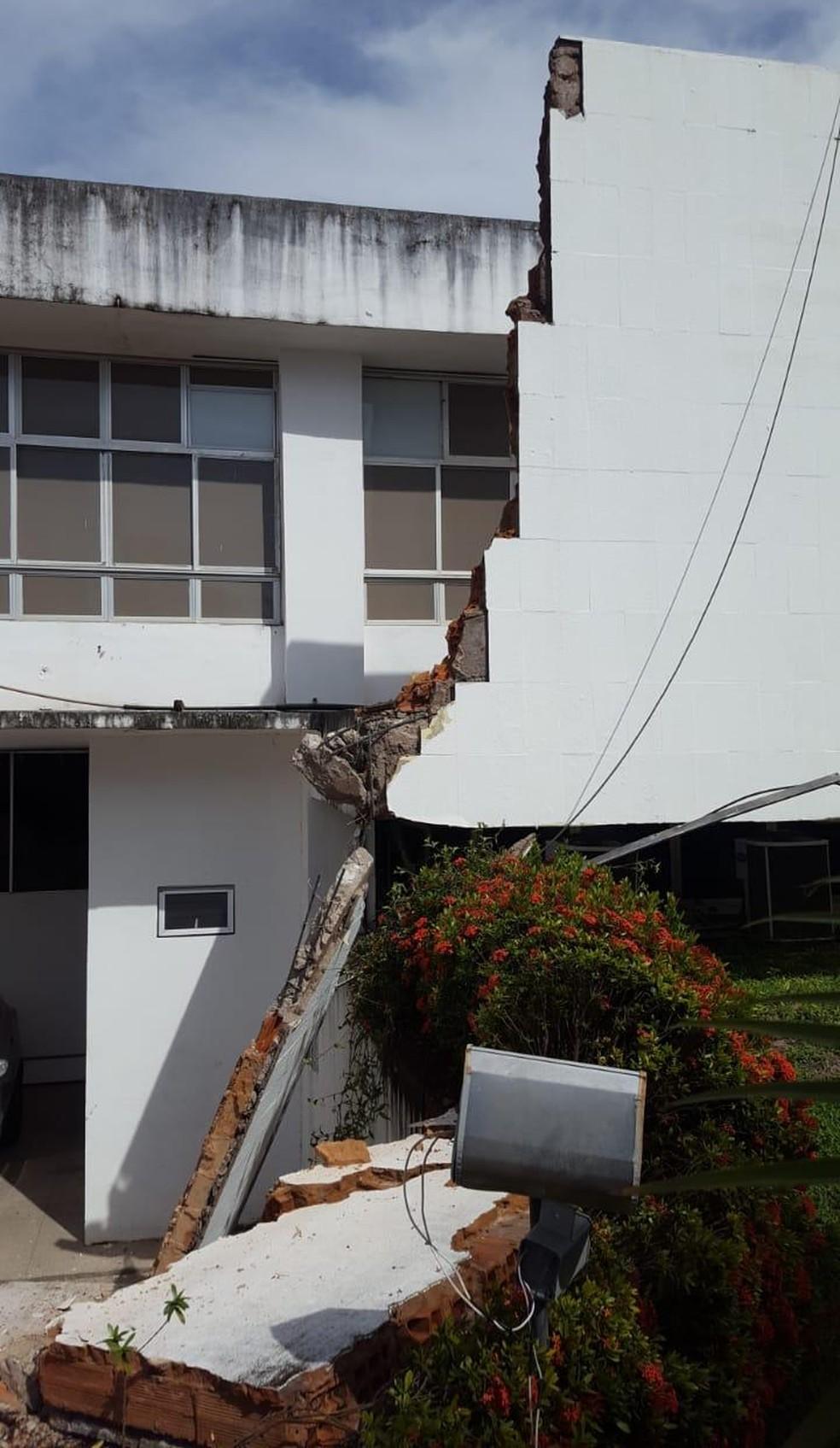 Fachada do prédio da Secretaria de Estado da Saúde (SES) desaba em São Luís. — Foto: Divulgação/Redes Sociais