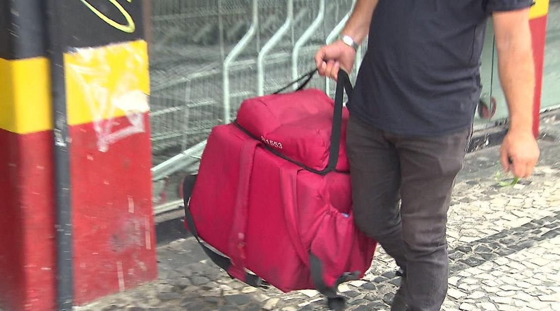 Delivery de comida aumenta 37% em Curitiba no isolamento social; veja como entregar e receber com segurança