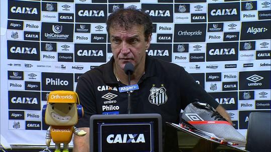 """Cuca diz que Santos merecia vencer Cruzeiro e reclama de pênalti não dado: """"Não é choro"""""""