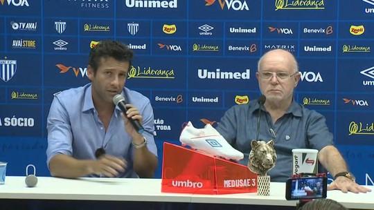A caminho do Botafogo, Alberto Valentim anuncia saída do Avaí