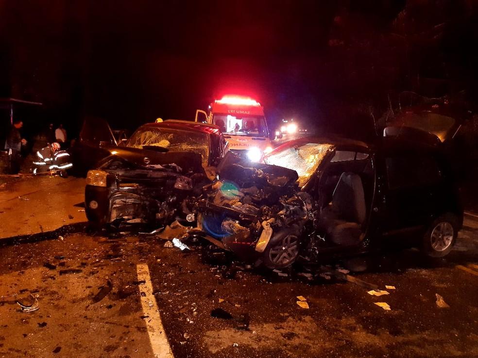 Acidente na Estrada do Nagao, em Mogi das Cruzes, deixou cinco mortos — Foto: Corpo de Bombeiros/Divulgação