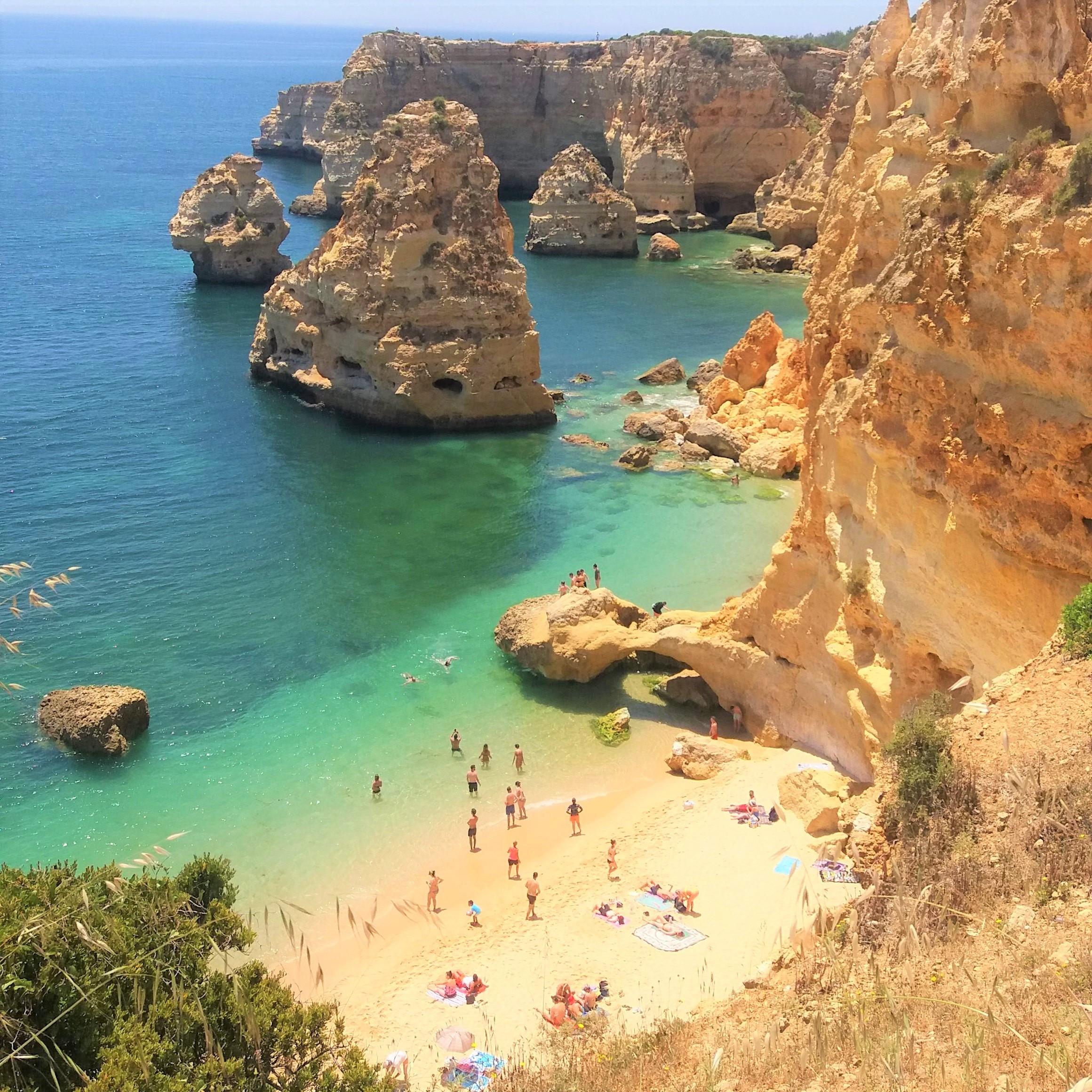 Praia da Marinha, Lagoa, no Algarve, em Portugal