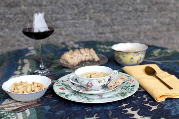 Como servir sopas e caldos: aprenda 2 jeitos charmosos (Foto: Casa Vogue)