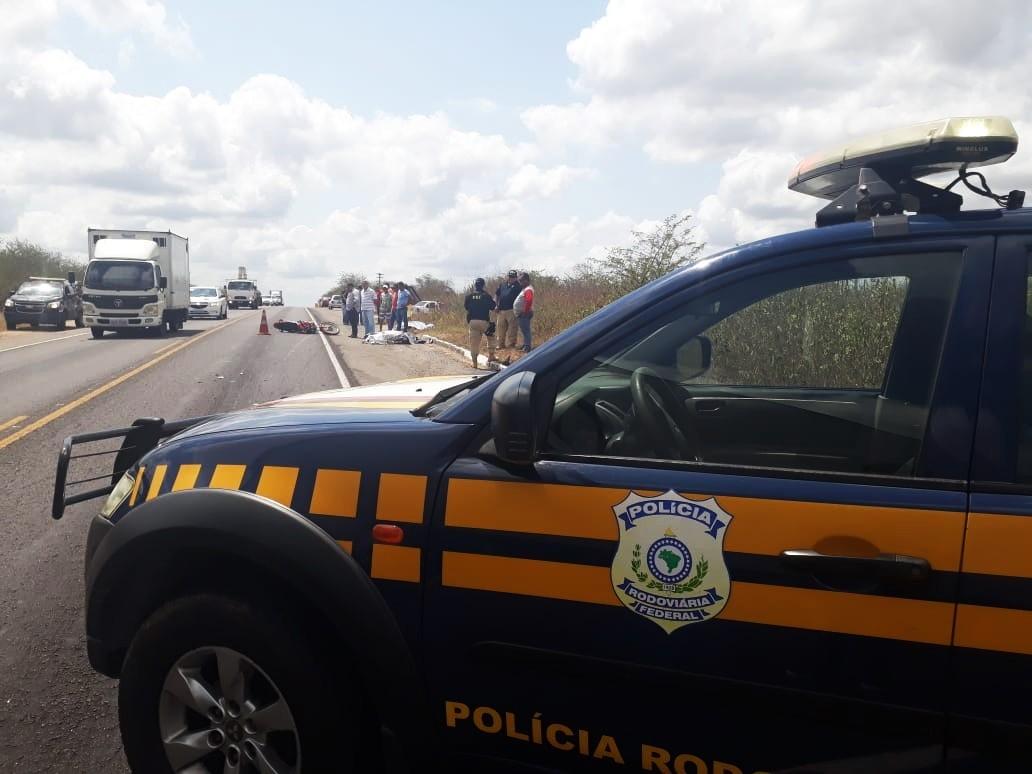 Carro e moto batem e pai e filho morrem em acidente de trânsito na BR-304, no RN