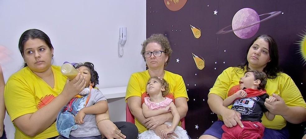 Mães reclamam de falta de atendimento — Foto: TVCA/ Reprodução