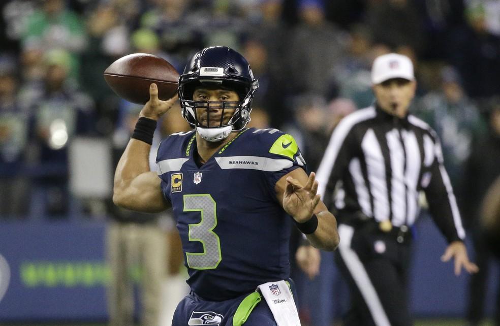 f69bc51615 ... Russell Wilson comandou uma vitória até tranquila dos Seahawks contra  os Eagles — Foto  AP