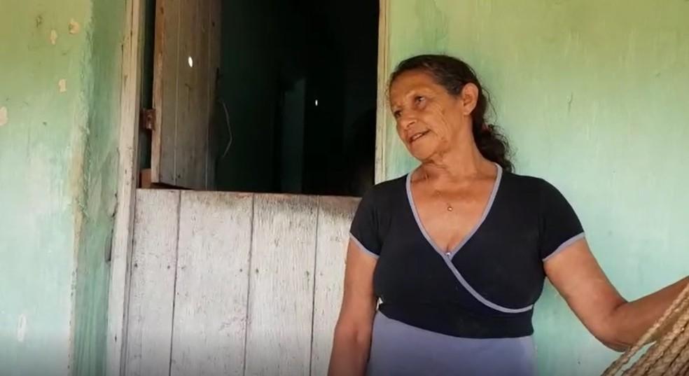 Maria Nazidia Fernandes, de 64 anos, relata desespero ao ser evacuada por risco de rompimento de barragem em Ubajara, no Ceará.  — Foto: Natinho Rodrigues