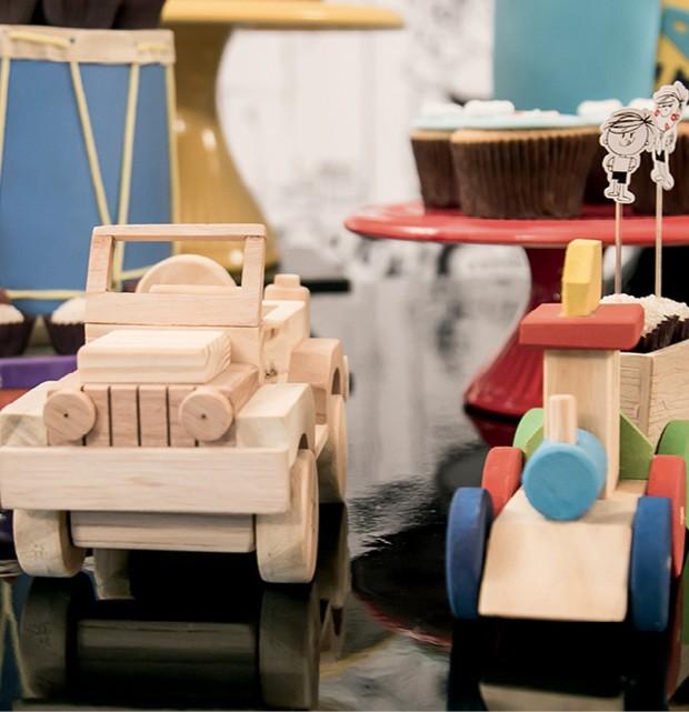 Detalhe — Os carrinhos de madeira na decoração remetiam à época em que o personagem foi criado, nos anos 80, dando um toque retrô ao ambiente. (Foto: Thaís Galardi)