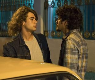 Rafael Vitti e Jesuíta Barbosa em cena de 'Verão 90' | Cesar Alves/ TV Globo