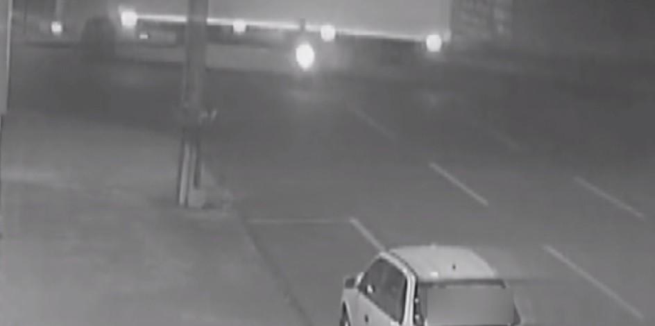 Motociclista morre em acidente, após caminhão cruzar preferencial, diz polícia