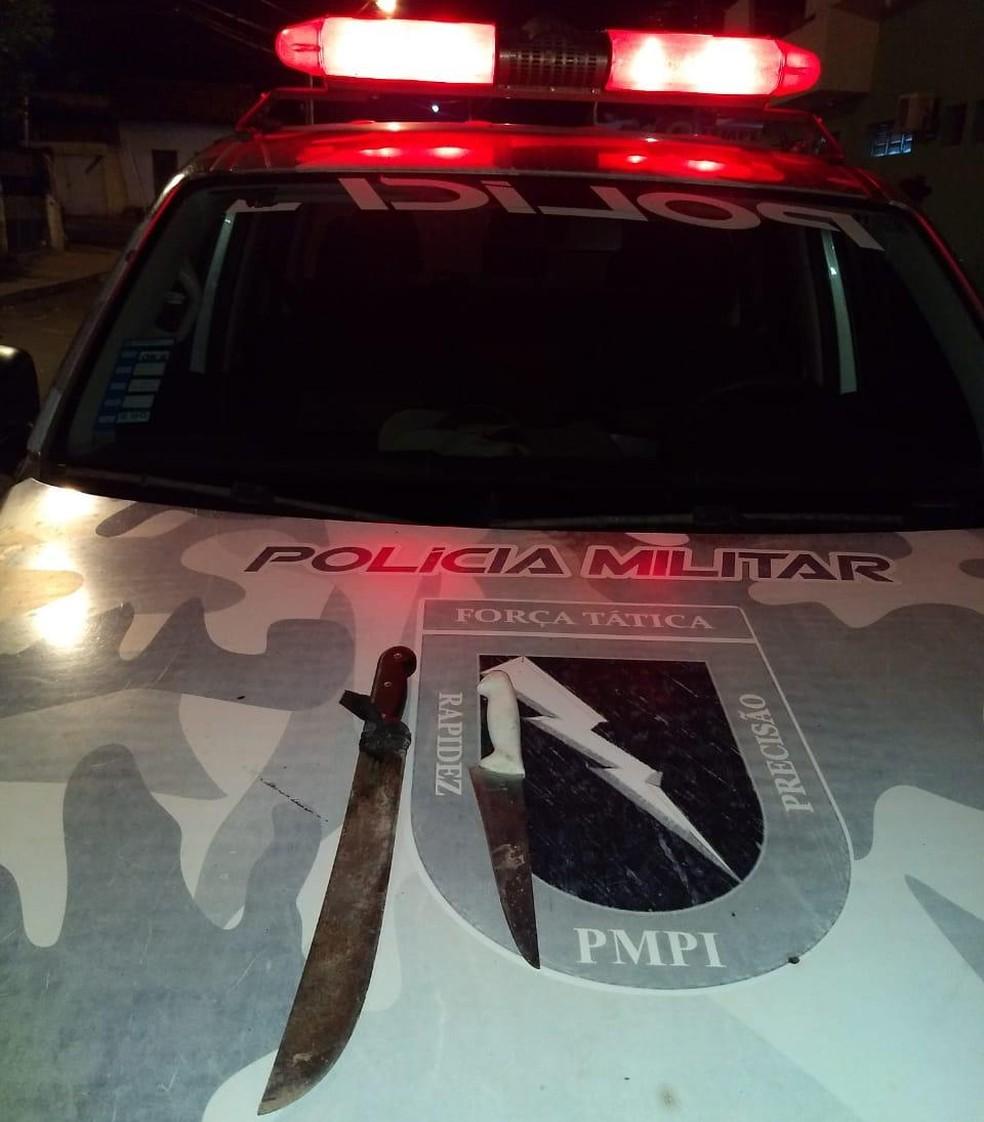 Jovem ameaçou parentes e policiais com facas — Foto: Divulgação/PM-PI