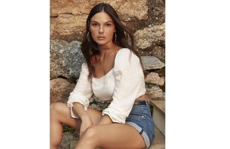 'Uma regra básica para mim é fazer o que amo e me vestir do jeito que me sinto confortável', diz a atriz Bruna Castanheiras/Dzarm