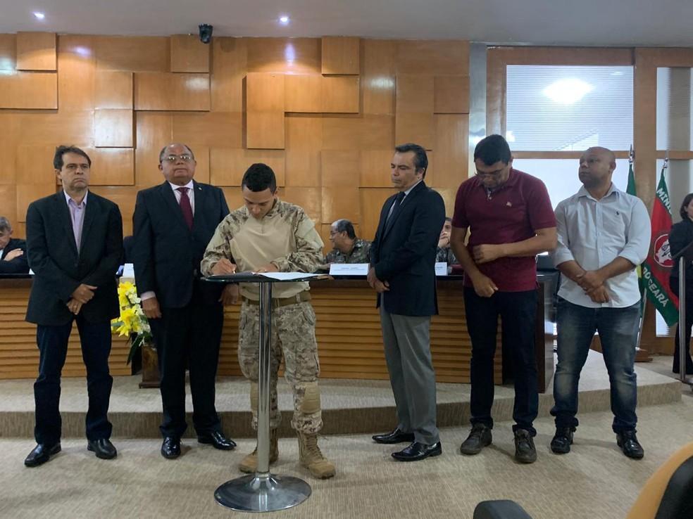 Uma comissão permanente vai ser criada para monitorar os processos abertos contra os PMs amotinados no Ceará — Foto: Letícia Lima/SVM