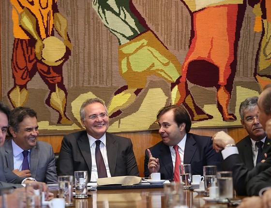 Normalmente avesso a holofotes e microfones, Ciro Nogueira participa de reunião com Aécio Neves, Renan Calheiros, Rodrigo Maia e outras lideranças (Foto: AILTON DE FREITAS/AGÊNCIA O GLOBO)
