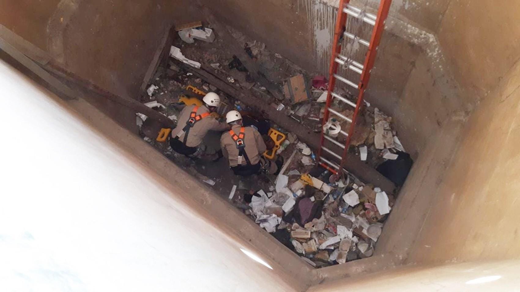 Bombeiros resgatam morador de rua jogado dentro de cisterna em Mossoró, RN - Notícias - Plantão Diário