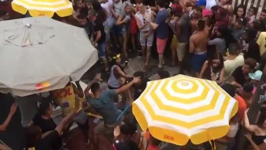 Foliões trocam socos e pauladas em  bloco de Daniela Mercury; vídeo