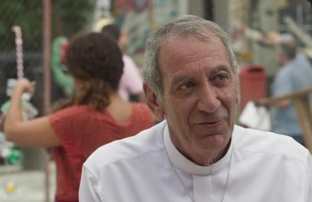 Na quarta-feira (11), Padre Paulo (Guti Fraga) irá atrás de Elias (Marcelo Faria) para que ele salve a filha (Foto: TV Globo)