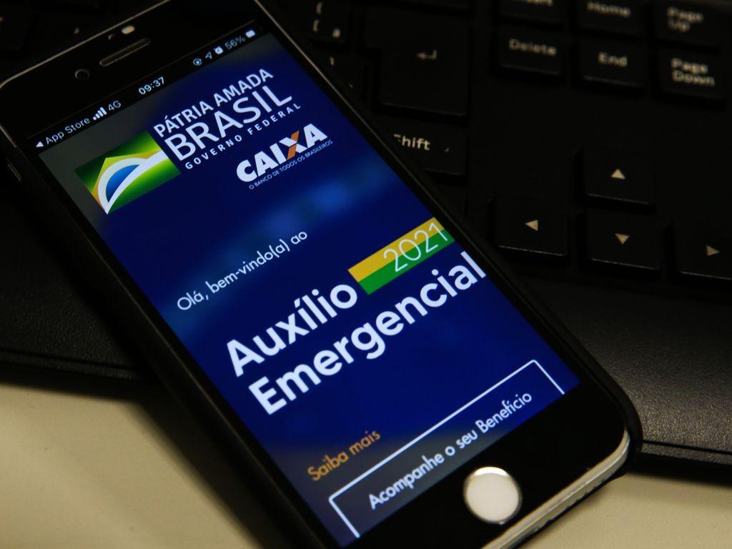 Exclusão digital afetou acesso ao auxílio emergencial das classes D e E (Foto: Marcello Casal jr/Agência Brasil)