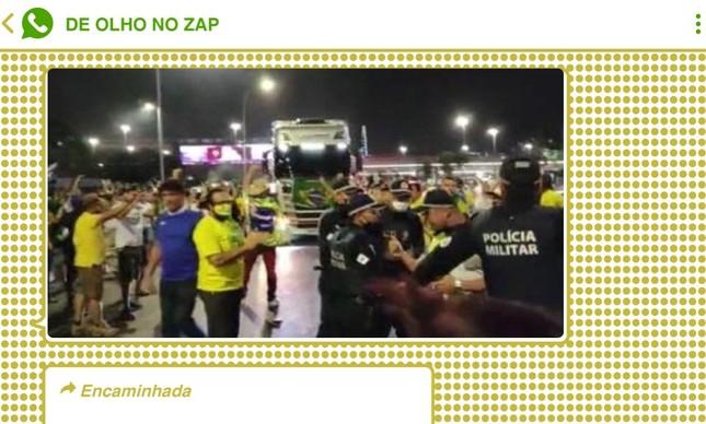Momento em que bolsonaristas furaram bloqueio da Polícia Militar em Brasília foi compartilhado milhares de vezes no WhatsApp e no Telegram