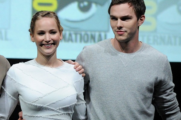 Jennifer Lawrence e Nicholas Hoult promovendo 'X-Men'  (Foto: Getty Images)