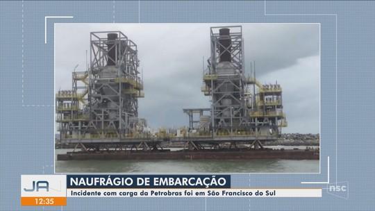 Balsa que transportava módulos de plataforma da Petrobras naufraga em São Francisco do Sul