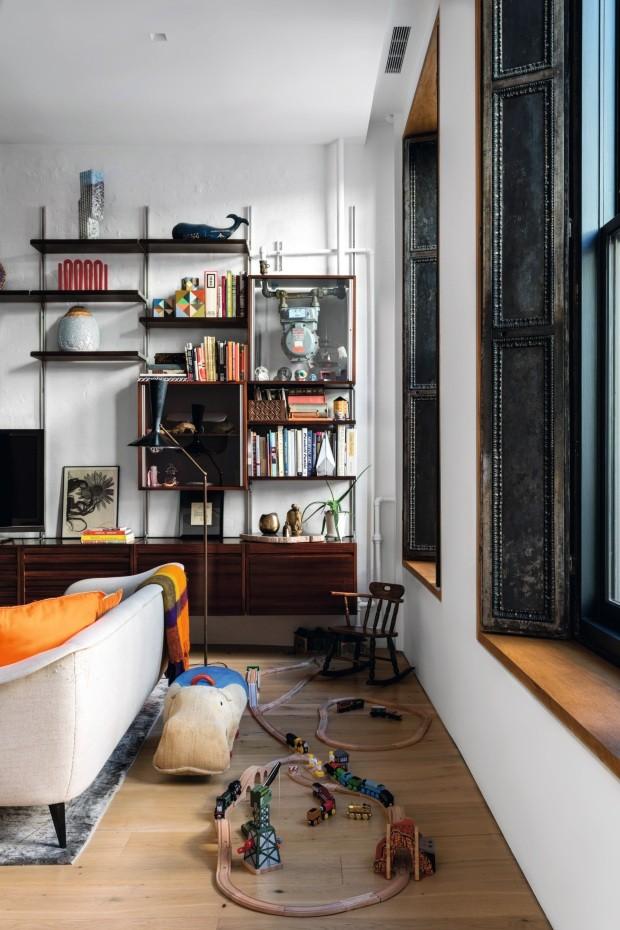 Móveis vintage de ícones do design são destaque neste apartamento em NY (Foto: Fran Parente)