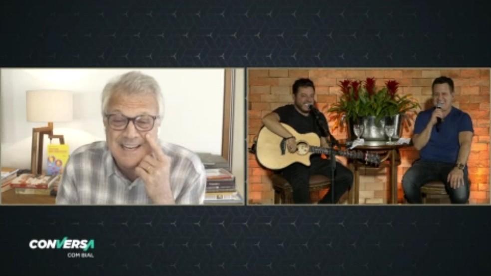 Bruno e Marrone se divertem com Pedro Bial — Foto: Reprodução/TV Globo