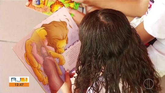 Criança do RJ que luta pela vida encontra nos livros uma paixão enquanto aguarda doação de medula óssea