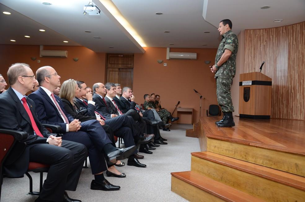 O general Hamilton Mourão, durante palestra no Tribunal de Justiça do Rio Grande do Sul em 2015 — Foto: Sergio Trentini/TJ-RS