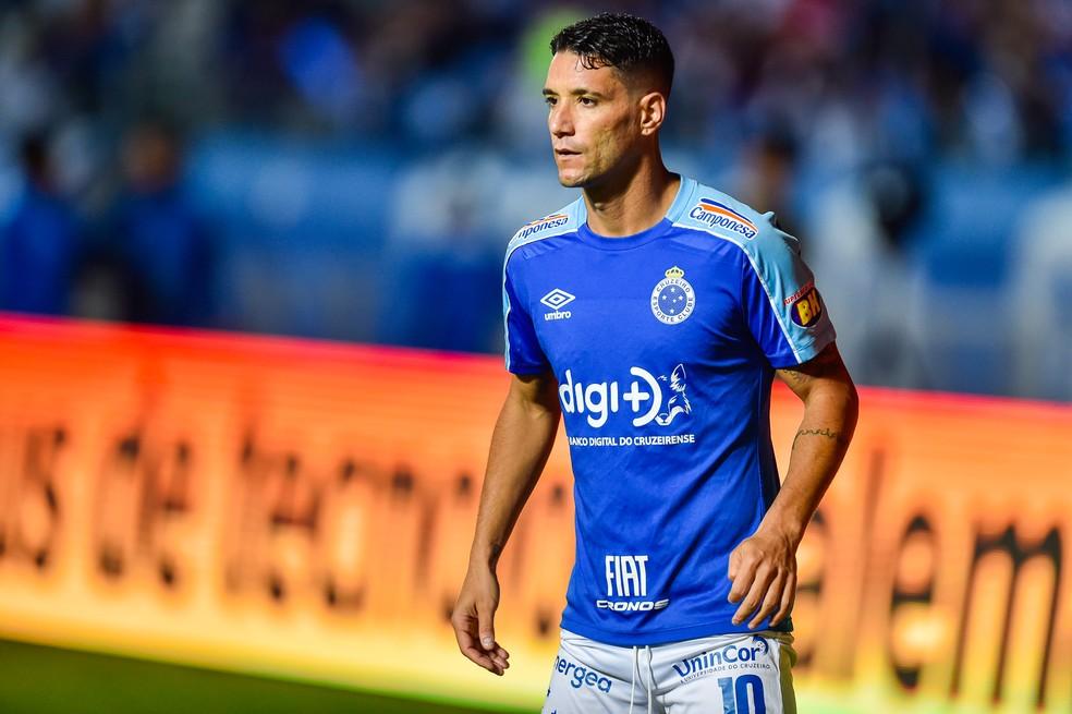 Thiago Neves com a camisa do Cruzeiro — Foto: Douglas Magno/BP Filmes